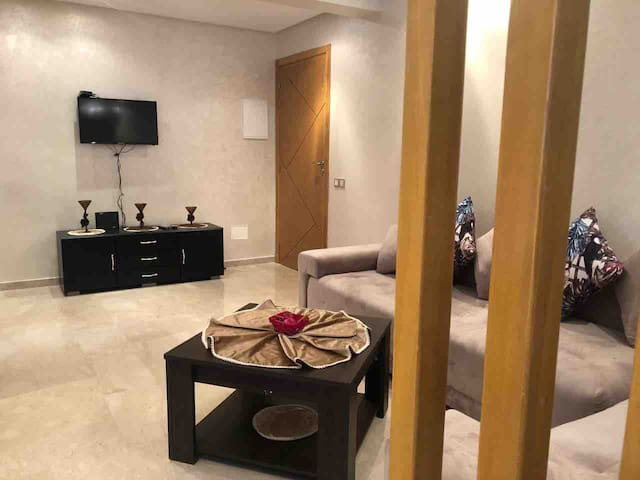 Living room with sofa, wifi, air conditioner & TV (Nilesat ...)
