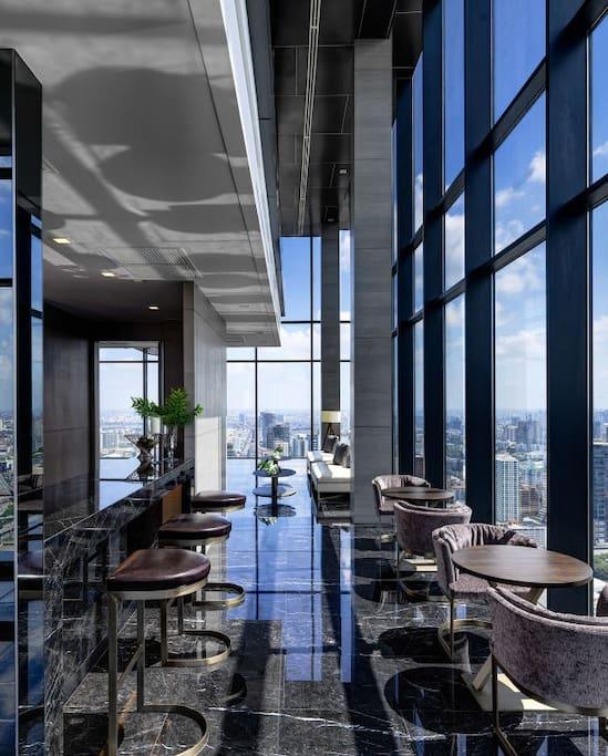 Sky lounge - 52nd floor