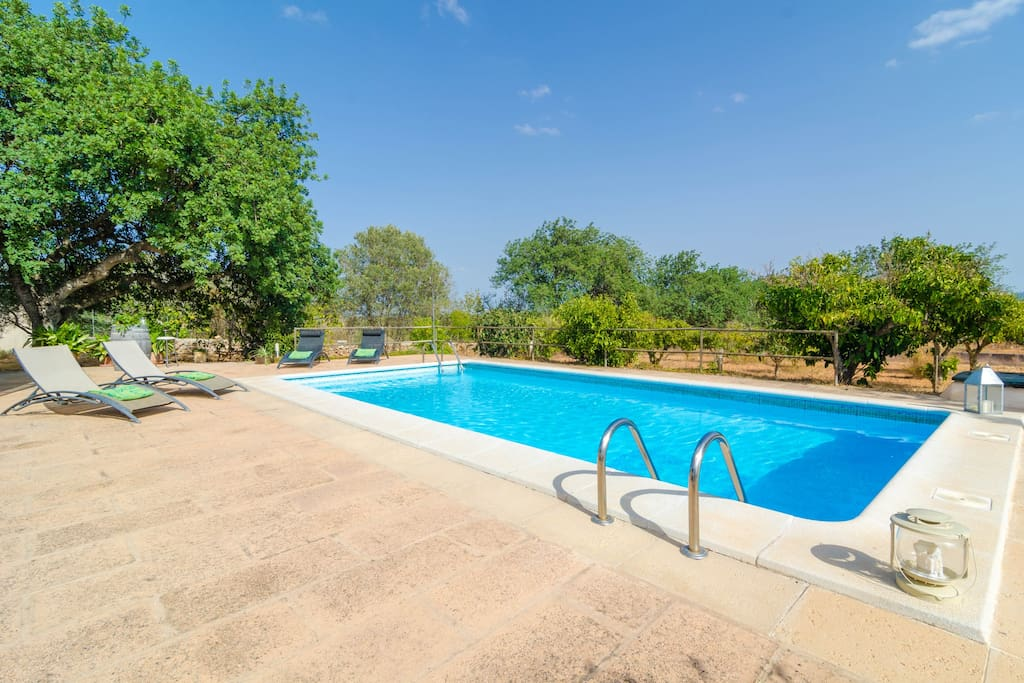 Camp den gall finca with pool for 4 guests houses for for Piscina santa eugenia