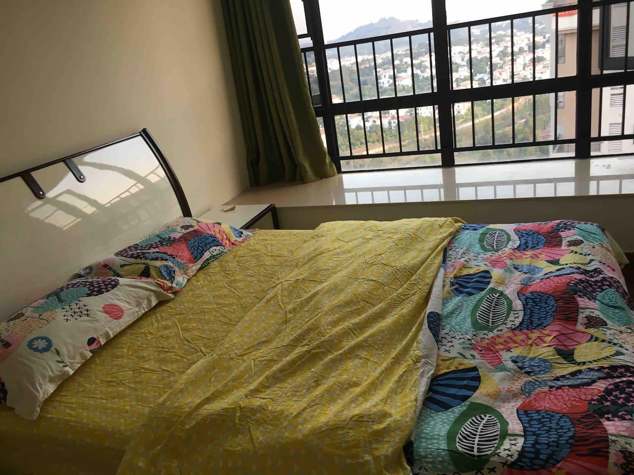 感档婚床及雅兰床垫,多喜爱棉被套,名牌蚕丝被,富安娜枕头,给您无比舒适的睡眠体验