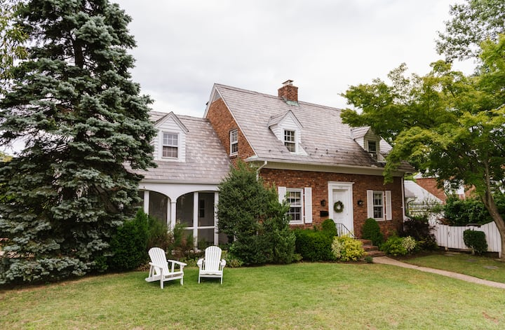 Magazine-Worthy Garden City Home for the Holidays