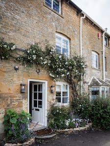 Middle Rose - One Bedroom Cotswold Cottage - Blockley - House - 1