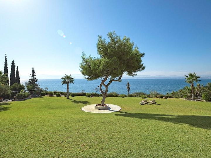Villa Mar de Pinheiro (luxury beachfront villa)
