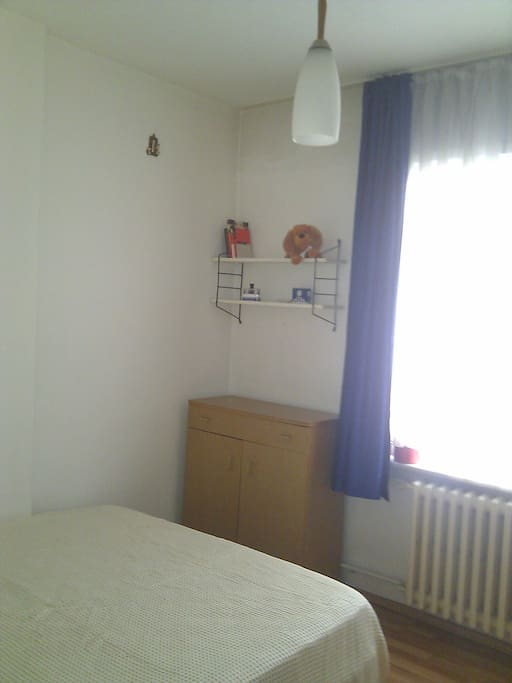 Single room with Double Bed- couples can negotiate discount