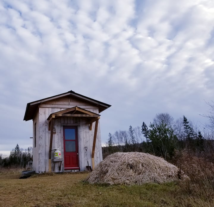 Off-grid Rustic Bunkhouse Retreat on Organic Farm