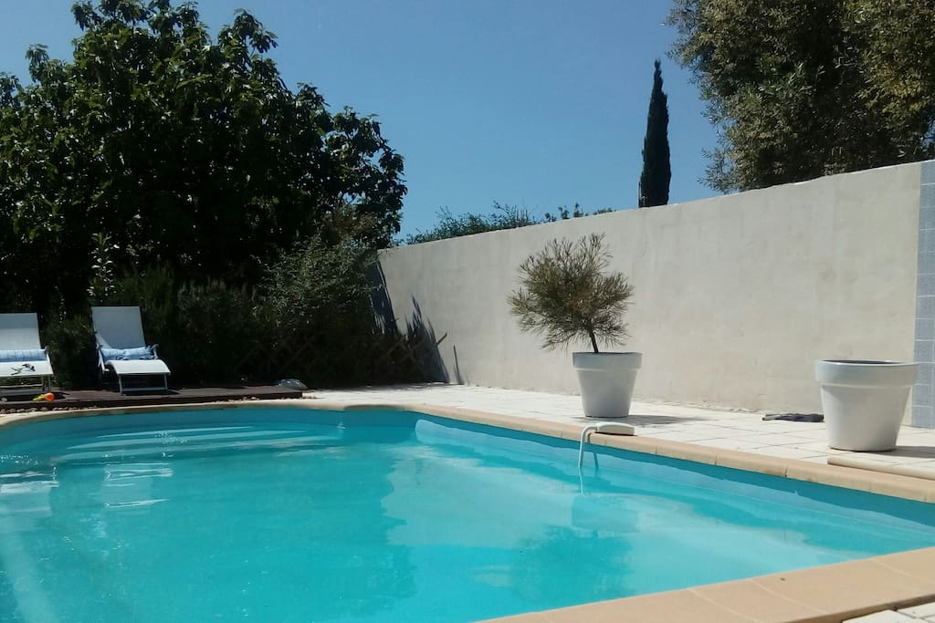 Maison avec piscine houses for rent in salon de provence for Rent a car salon de provence