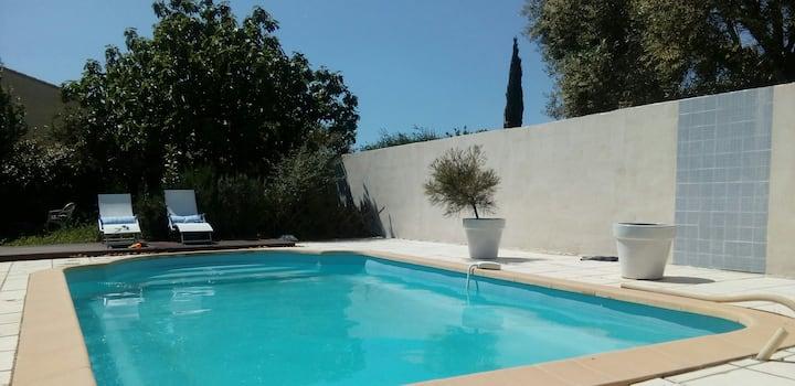 maison au calme avec piscine climatisée