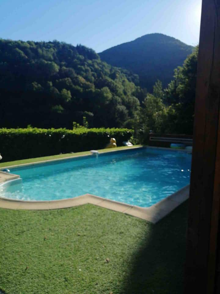 Maison de plein pieds avec piscine