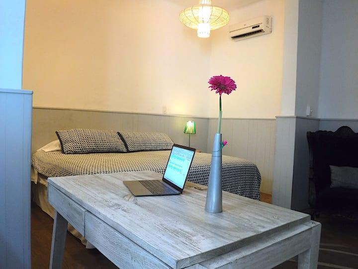 Cozy King Size Room ( Tepito Room Condesa Haus)