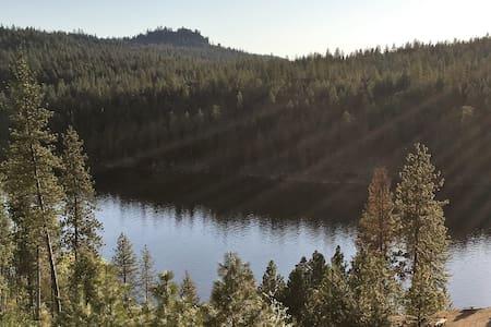 Lake Spokane Retreat House - Nine Mile Falls - 独立屋