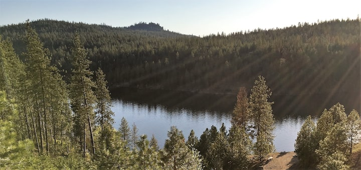 Lake Spokane Retreat House-Sleeps 20