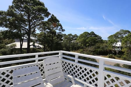 Quiet Neighborhood, Gulf Front Community Pool & Hot Tub ~ Beach Haven
