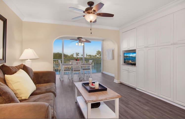 Captiva Condo Steps to Beach - w/ Golf Cart
