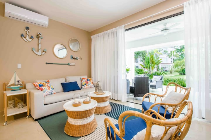 Relaxed ocean-inspired condo at Playa Bonita