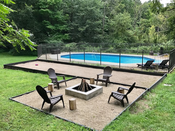 Tranquility Modern Chalet/Pool-90min from Chicago