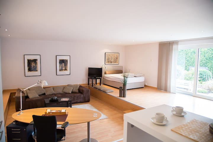 Living on Time in a Top Apartment - Krefeld - Huis