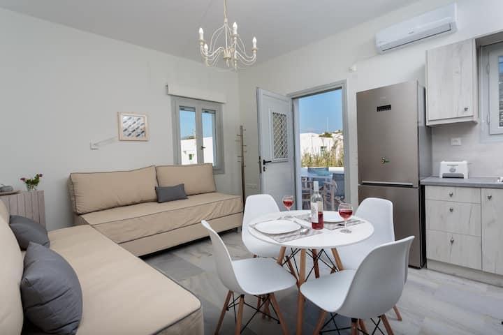 Heart of Paros Apartments - August Apartment