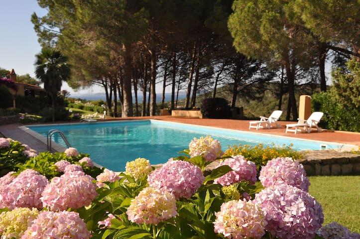 Villa in lush garden - Baja Sardinia - Townhouse
