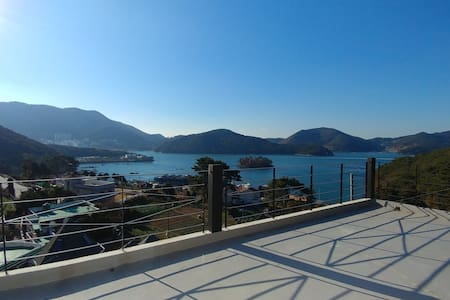 Tongyeong View&Hill  House, 바다와 섬이 보이는 특별한 시간