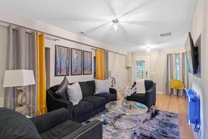 Glamorous 4BR/3.5BA + office + parking - Chicago