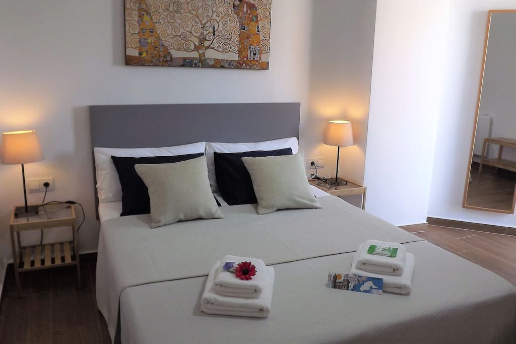 comfortable functional tidy near the beach wifi wohnungen zur miete in m laga andalusien. Black Bedroom Furniture Sets. Home Design Ideas