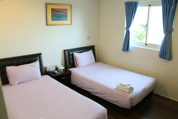 海景雙床套房 獨立空間 鬧中取靜 空氣採光佳 高跟鞋教堂 布袋觀光漁市