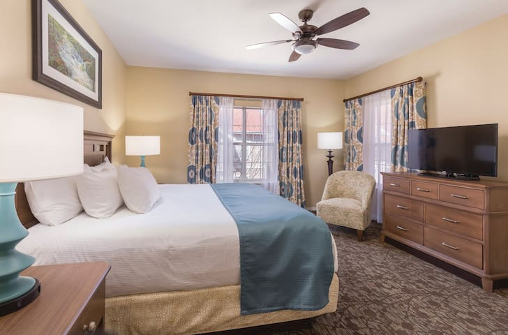 ★ BRANSON AT THE MEADOWS ★ 1 BR ★ 6 POOLS ★