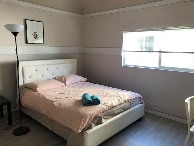 Bright room in Central Vancouver 12-3