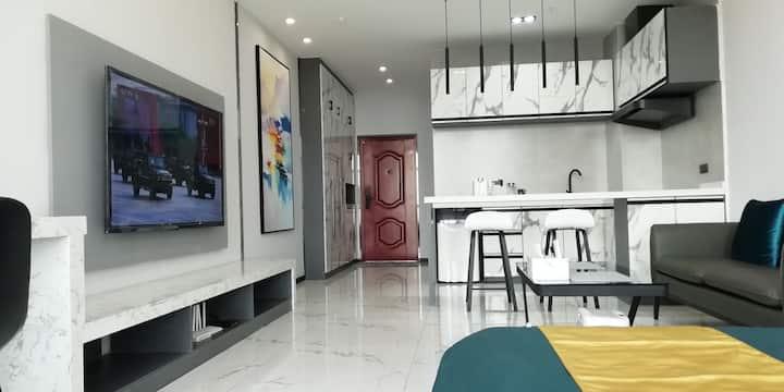 【邂逅未来】智能家居小米科技民宿,东胜区全民健身中心(菜篮子)附近,高层景观公寓