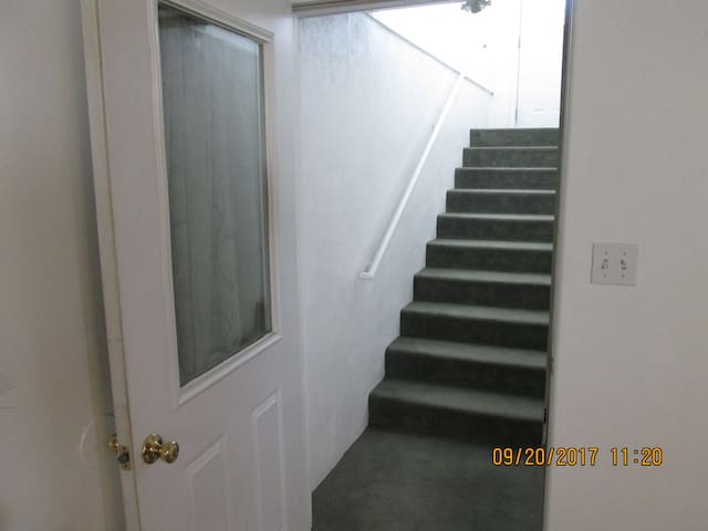 Separate entrance to Cozy Apartment