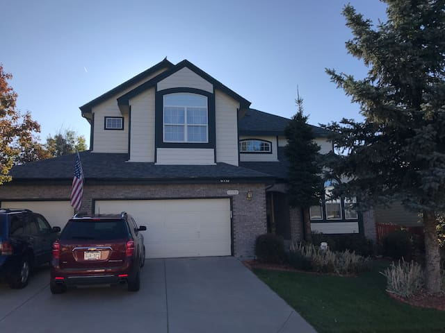 25 Min from DIA. Beautiful 2 story home