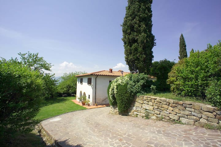 Farmhouse with private garden and pool