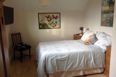 Double Room (+breakfast) in Bamford, Peak District - House