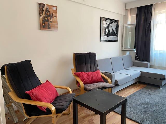 Beşiktaş Çarşıda Kahvaltıcılar sokağında daire