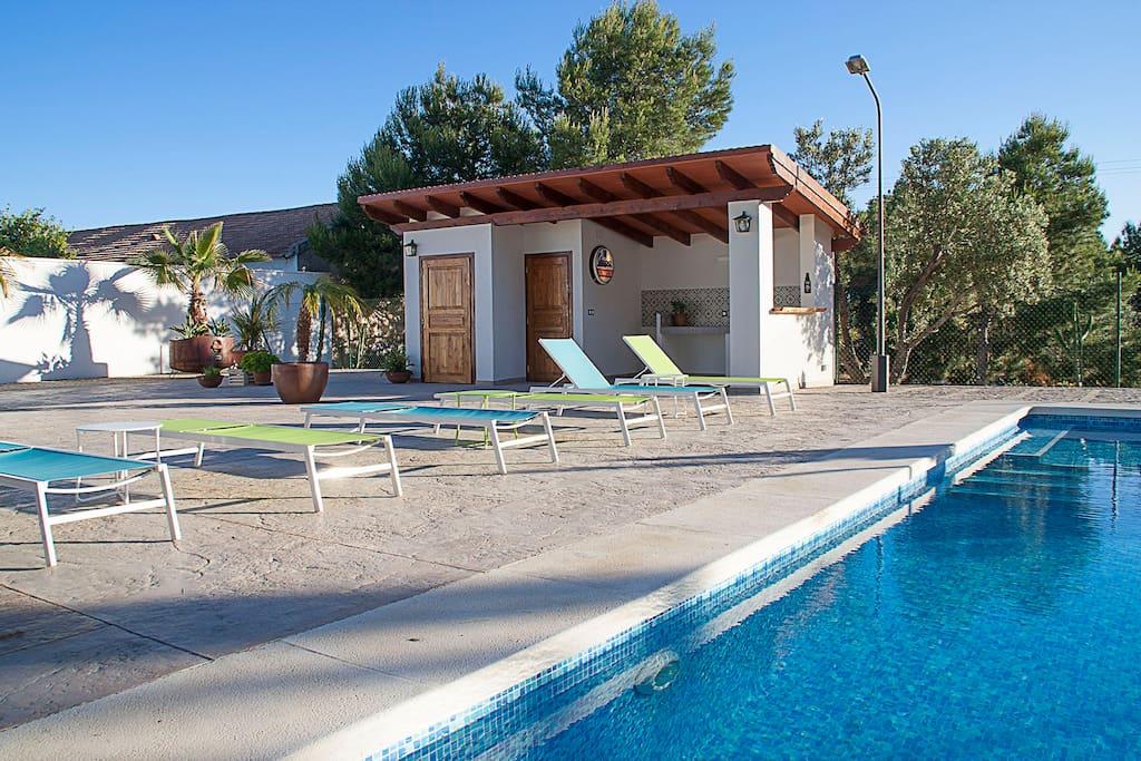 Alicante villa 1 5 km from beach villas for rent in san juan alicante alicante spain - Tumbonas aki ...