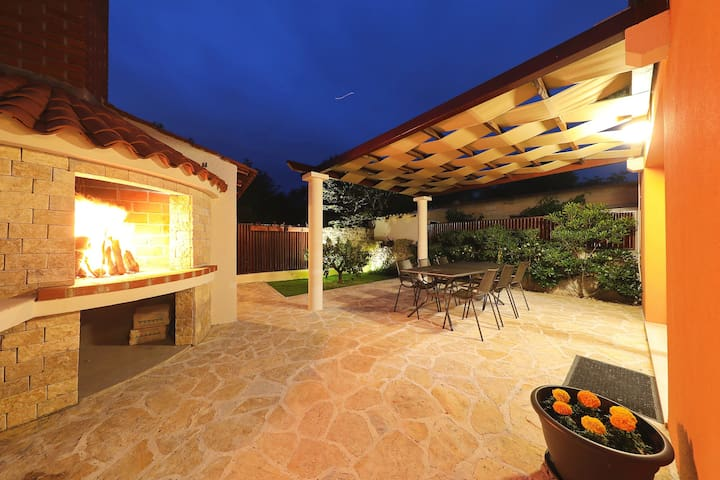 Charming Open space House w/ Garden