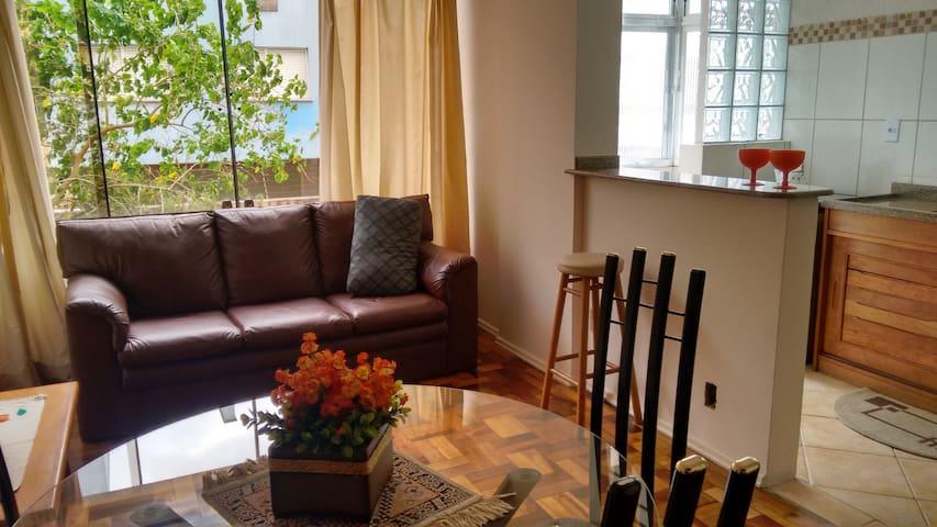 Apartamento mobiliado em ótima localização