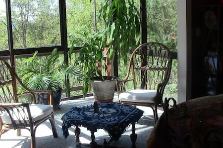 Secluded One Bedroom in the Treetops - Longview - Rumah