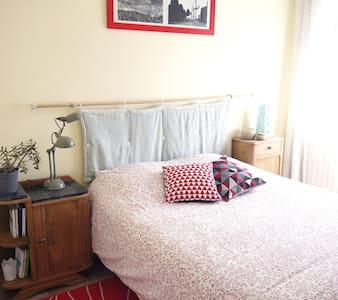Chambre avec salle de bain indépendante - Mur-de-Barrez - Apartment