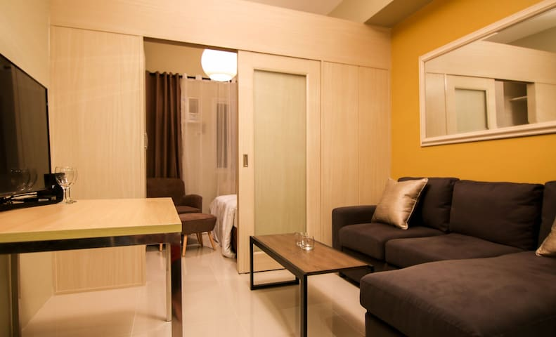 Penthouse at Light Residences - 50Mbps - Netflix!