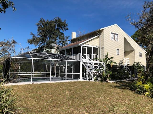 Luxury Lemon Bay 4 BR villa pool & tropical garden