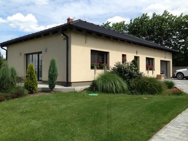 Komfortní ubytováni v rodinném domě - Stonava - Bungalow