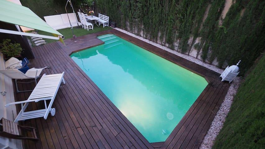 Villa con piscina privada y baño privado - セビリア - 別荘
