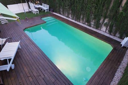 Villa con piscina privada y baño privado - セビリア