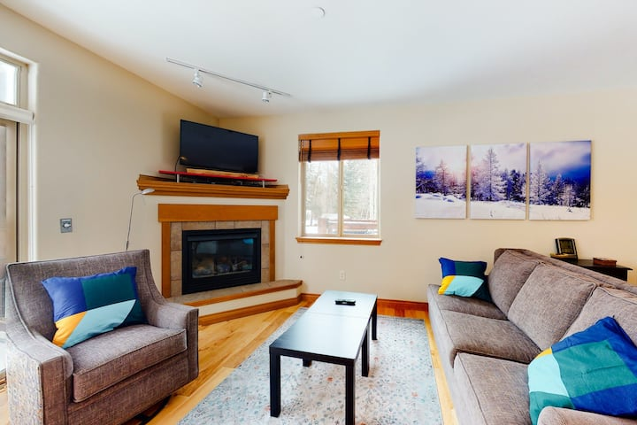 Comfy Mountain Condo by the River & Town w/ Shared Hot Tub & Private Balcony