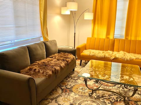 High King Suite - downtown Oroville's modern suite