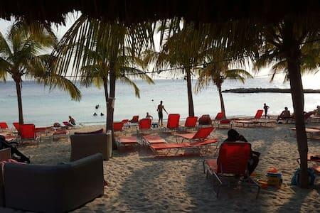 Beach Apartment/Villa 1 , Blue Bay Resort & Golf