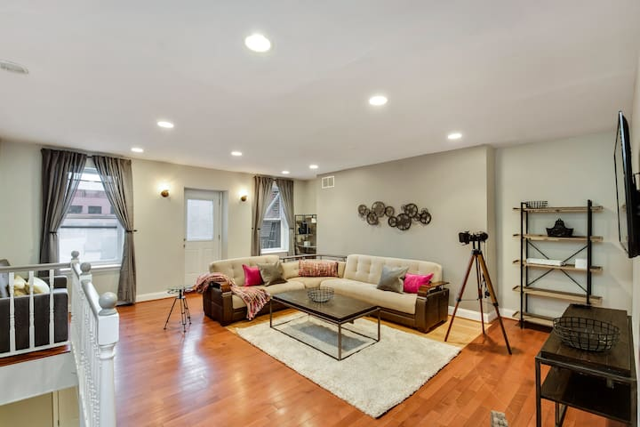 The Dreamers Penthouse-Funky 3BD in Center City