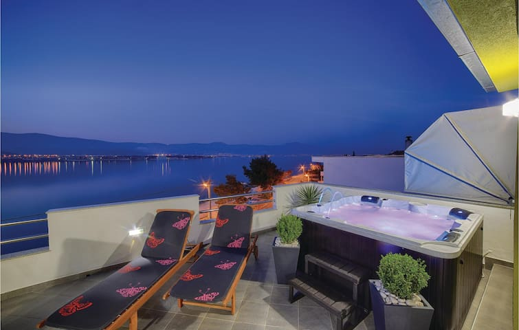 Holiday apartment with 1 bedroom on 64m² in Trogir