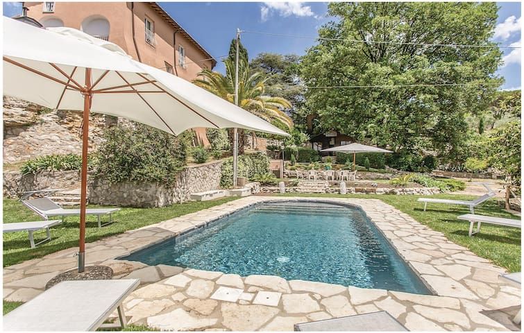 Semi-Detached with 6 bedrooms on 200 m² in Orte (VT)